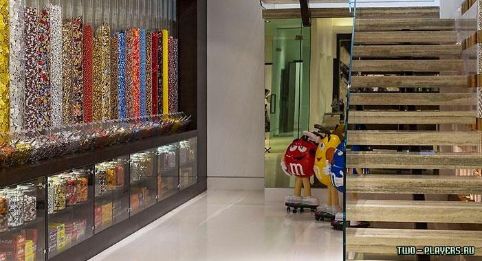 Комната с конфетами